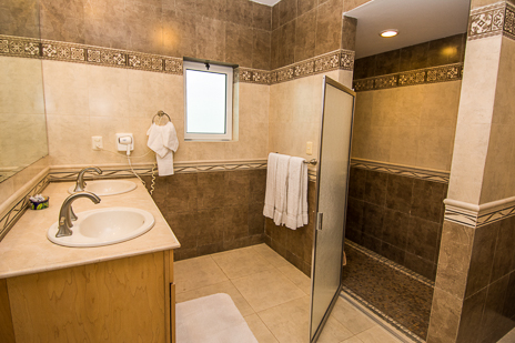 Costa del sol a6 3 br vacaton villa cozumel for Bathroom showrooms costa del sol