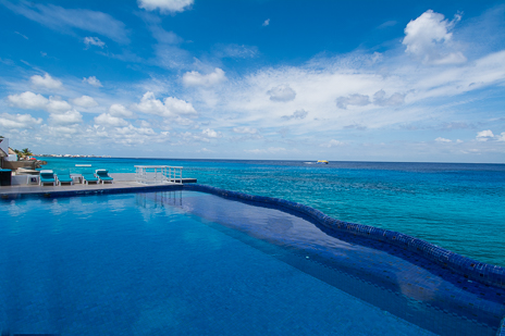 Swimming pool at Miramar vacation rental condos on the island of Cozumel Mexico