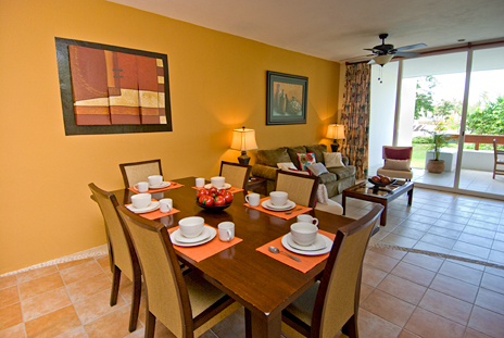 Dining room in RR 7160 at Residencias Reef vacation rental condo