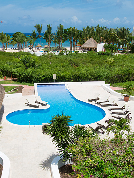 residencias reef pool and beach