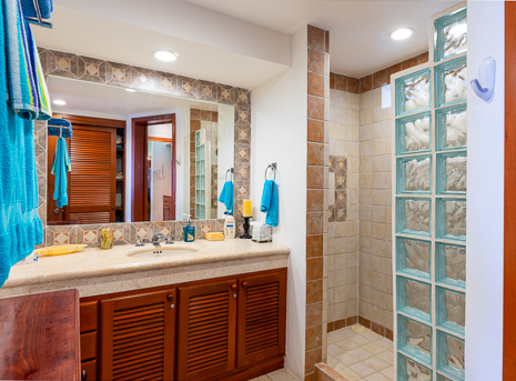 residencias reef bathroom