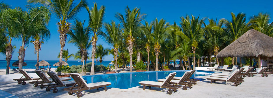 Residencias Reef poolside chairs, palapas and palms, Cozumel